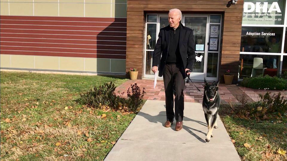 Morgenlage: Joe Biden mit Schäferhund Major