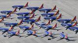 Der große Run auf Wüstenflughäfen setzte in den USA bereits im Sommer 2019 ein, als über die Boeing 737 Max ein weltweites Flugverbot verhängt wurde. Hunderte von bereits ausgelieferten Exemplaren durften nicht mehr eingesetzt werden, wie diese Exemplare des Billigfliegers Southwest Airlines in Victorville.