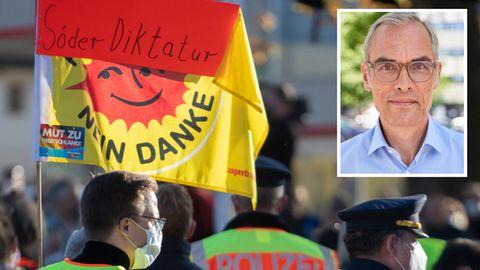"""Transparent mit Aufschrift """"Söder Diktatur. Nein danke"""" plus Portrait Autor Frank Schmiechen"""