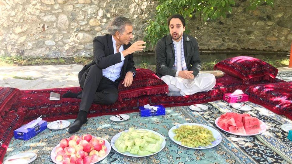 Ahmad Massoud (r.) im Gespräch mit Bernard-Henri Lévy