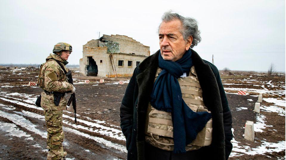 Bernard-Henri Lévy (r.) in der Ukraine im Jahr 2020 – und der Krieg ist nicht vorbei