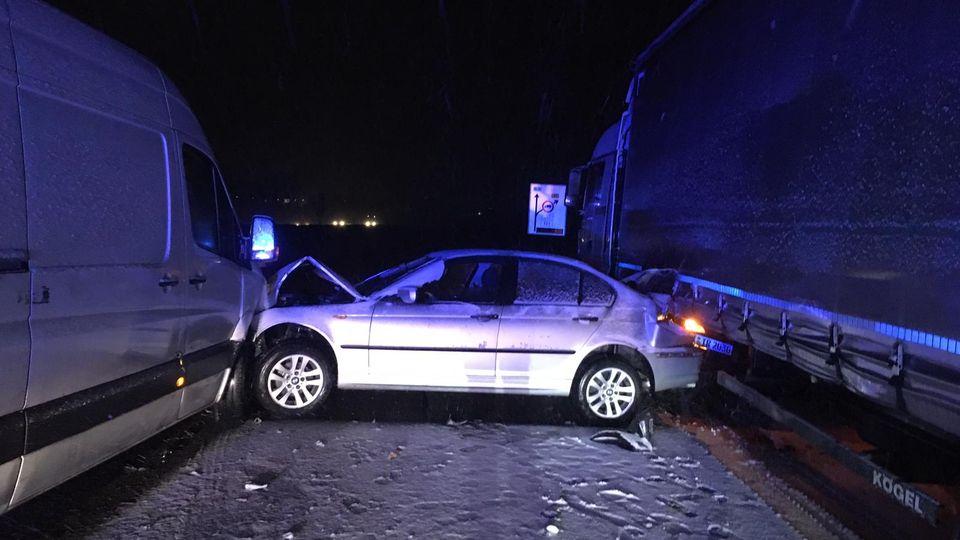 Auf der A7 ereignete sich zwischen den Anschlussstellen Fulda-Nord und Hünfeld/Schlitz ein Glatteisunfälle