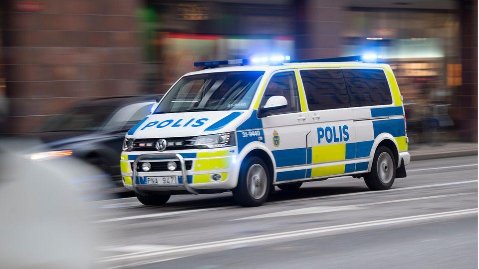 Polizeifahrzeug in Schwedens Hauptstadt Stockholm