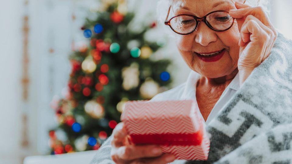 Geschenke für Oma: Ob zu Weihnachten oderzum Geburtstag —kennen Sie schon diese Geschenkideen?