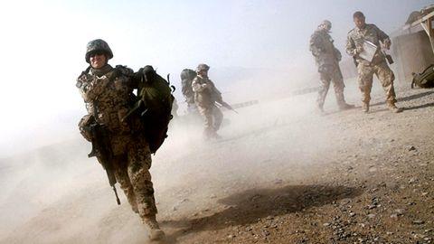 Bundeswehrsoldaten kämpfen 2012 in Afghanistan in einem Krieg, der lange nicht so heißen durfte