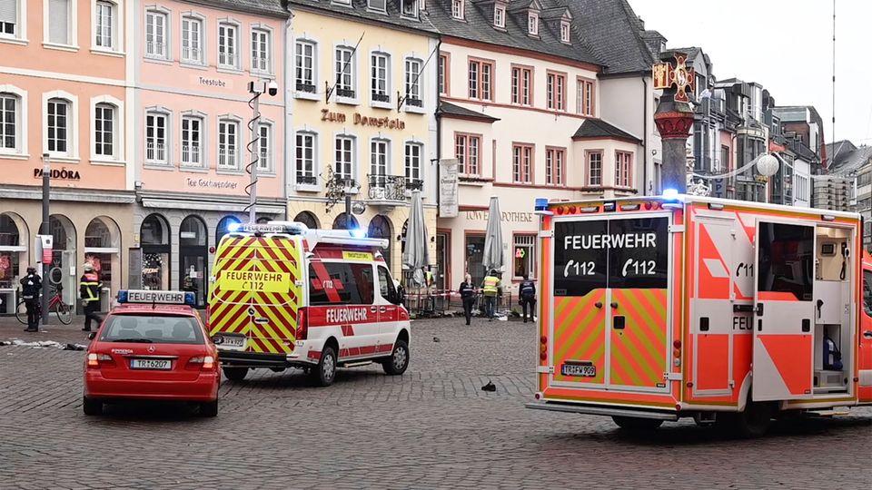 Trier: Auto erfasst und tötet zwei Menschen in Fußgängerzone