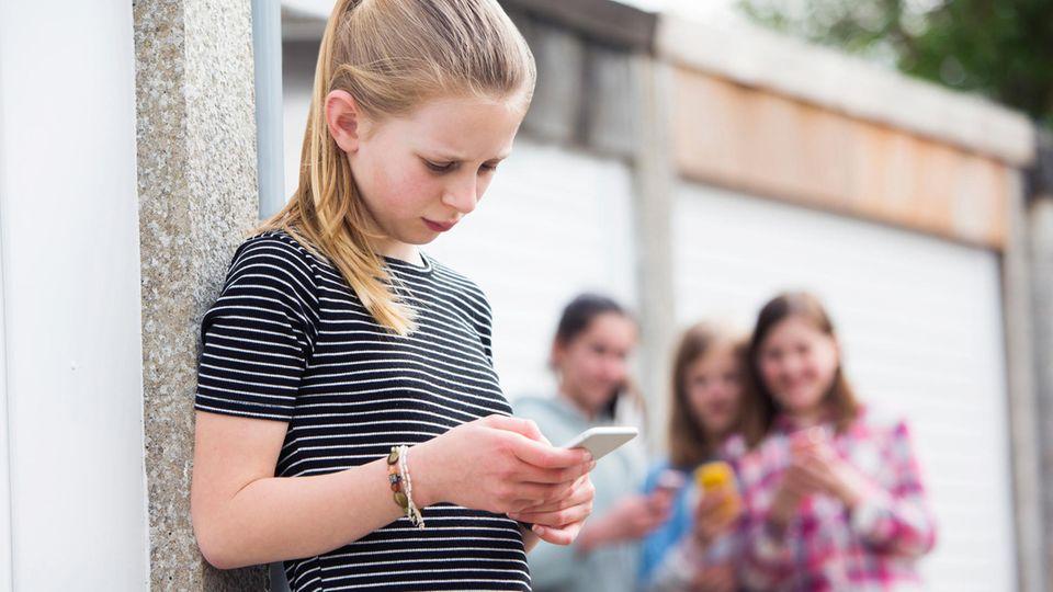 Neue Studie: Zwei Millionen Kinder von Cybermobbing betroffen – darauf sollten Eltern achten