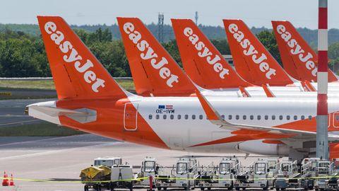 Easyjet-Maschinen vom Typ Airbus am neuen Hauptstadtflughafen BER