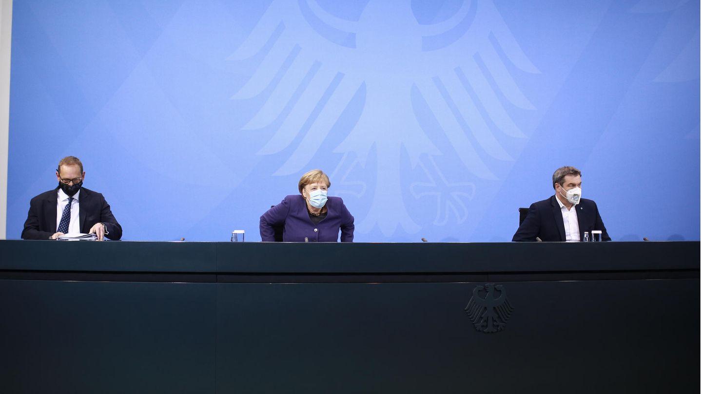 Bundeskanzlerin Merkel (M.), Berlins Regierender Bürgermeister Müller (l.) und Bayerns Ministerpräsident Söder