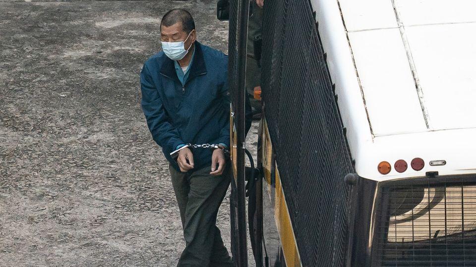 Der Hongkonger Medienmagnat Jimmy Lai, Gründer und Inhaber der Apple Daily, kommt in Untersuchungshaft