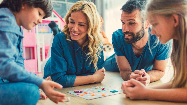 Gute Familienspiele sollten sich für mehrere Spieler eignen und unterschiedliche Altersgruppen einbeziehen