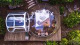 Frankreich: Attrap'Rêves  Dieser besondere Rückzugsort liegt in der Provence. Geschlafen wird in durchsichtigen Bubbles. Die Natur hat hier einen ganz eigenen Duft: Es riecht nach Lavendel, nach Zitronen und Rosmarin. Lage: 15 Minuten von Marseille, 30 Minuten von Aix-en-Provence.  Infos: www.attrap-reves.com