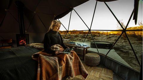 Island: Reykjavik Domes   Nur 10 Autominuten von der Innenstadt von Reykjavík entfernt: Die Domes sind ganzjährig geöffnet, im Winter sorgt ein Heizlüfter zusätzlich für Wärme.  Infos: www.reykjavikdomes.com