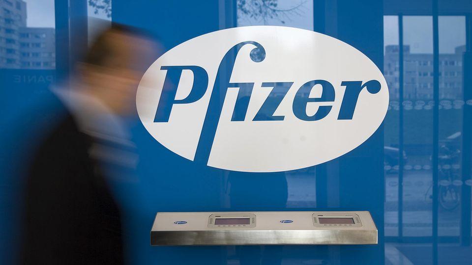 Der Pharmakonzern Pfizer hat das Auslieferungsziel bei seinem Corona-Impfstoff in diesem Jahr halbieren müssen