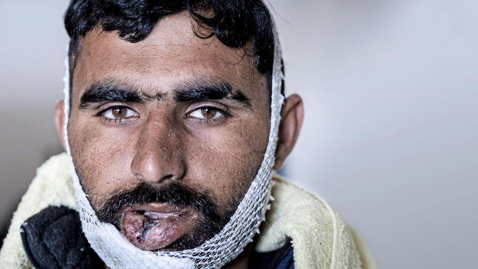 """""""Sie schlugen mich. Sie nahmen meine Schuhe. Sie sagten: ,Geh zurück nach Bosnien.'"""" Muhammad F., 24 Jahre alt, aus Pakistan"""