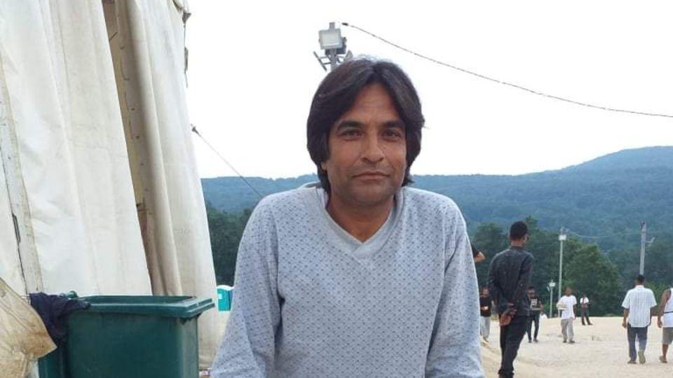 Kafil kommt aus Kaschmir. Er erzählt, dass er dort verfolgt und bedroht wurde. Seit 2019 ist er auf der Flucht