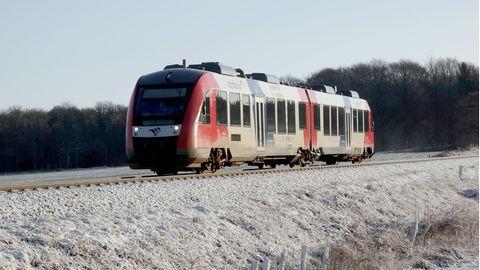 Nachrichten aus Deutschland: Zug der Nordbahn auf freier Strecke