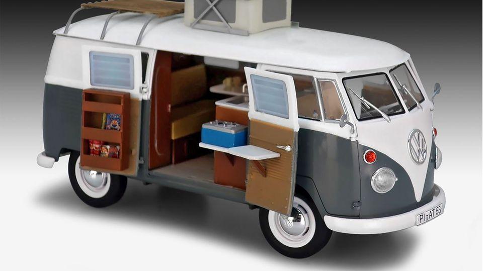 Sieger Kategorie P   Modellbau: 1:24/25 Nutzfahrzeuge  Volkswagen T1 Camper  Revell, Preis: 34,99 Euro