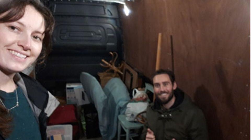 In Bristol packten die beiden ihre Habseligkeiten in einen Van und fuhren einmal quer durch Großbritannien