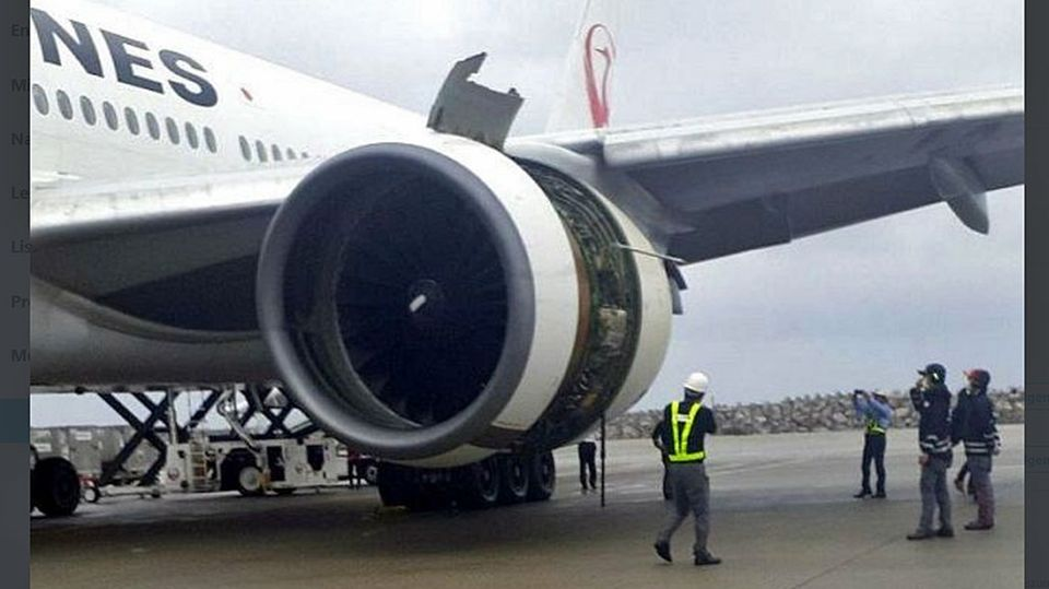 Die nach Naha zurückkehrte Boeing 777-200 von JapanAirlines