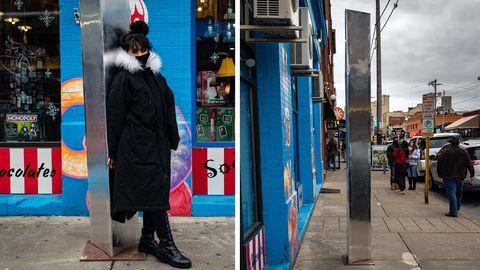 Monolith: Neue Metallsäule taucht vor Shop auf – und wird sofort gestohlen