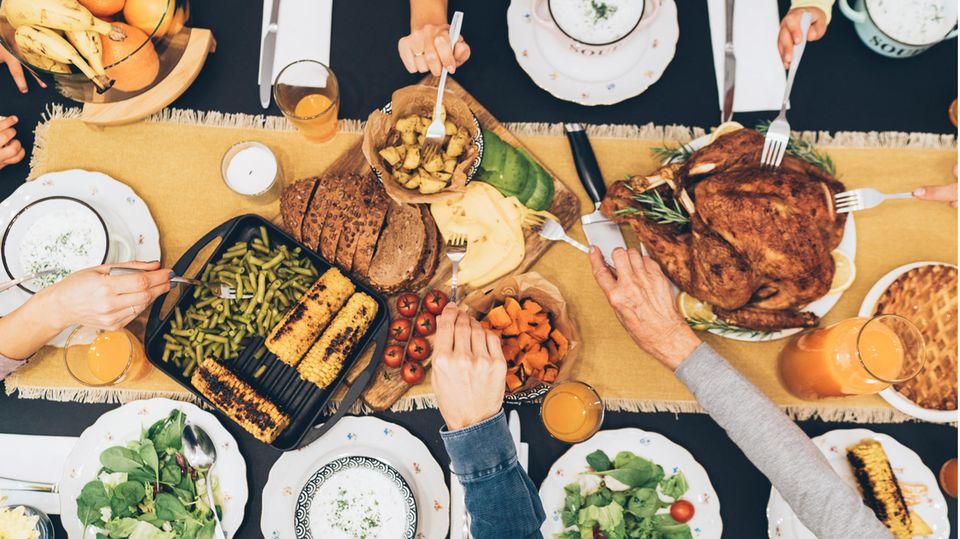 Richtige Ernährung: Auch in der Weihnachtszeit: 15 Experten erklären, wie Sie sich gesund und schlank essen