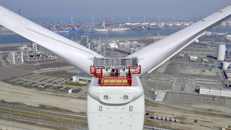 Das Foto zeigt die etwas kleinere GEHaliade-X in Rotterdam.