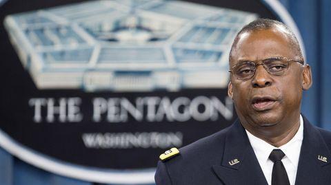 Künftiger US-Verteidigungsminister Lloyd Austin vor dem Pentagon-Logo
