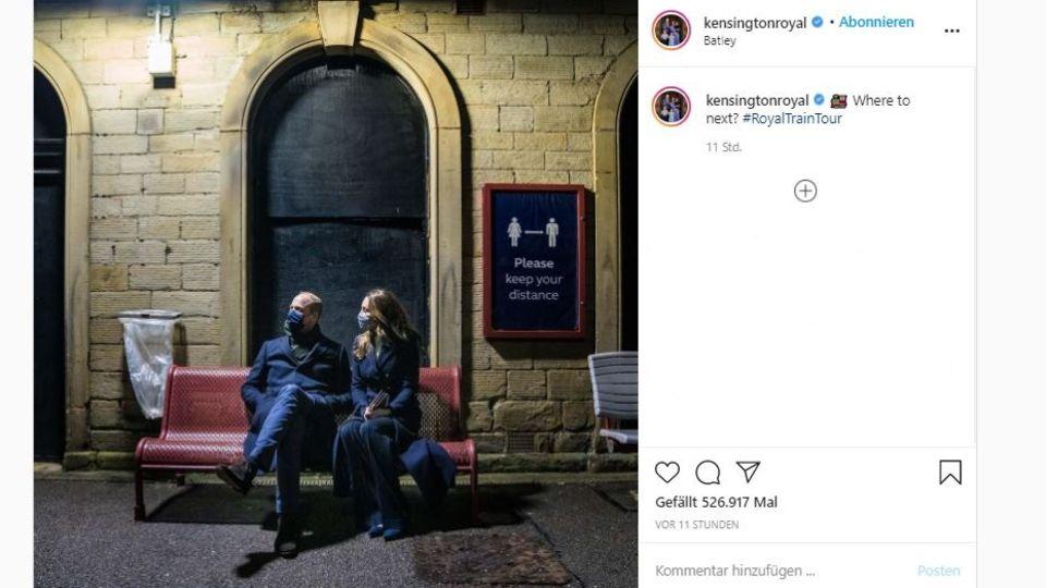 Prinz William und Herzogin Kate am Bahnsteig