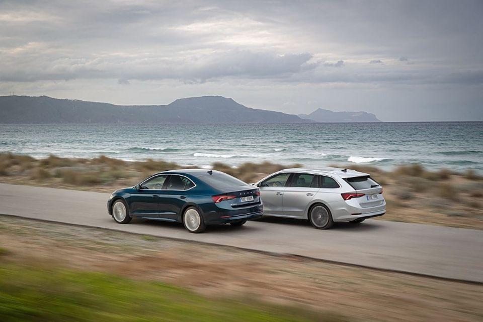 Auch den Skoda Octavia bietet der tschechische Autobauer nach wie vor als Limousine (links) und als Combi an