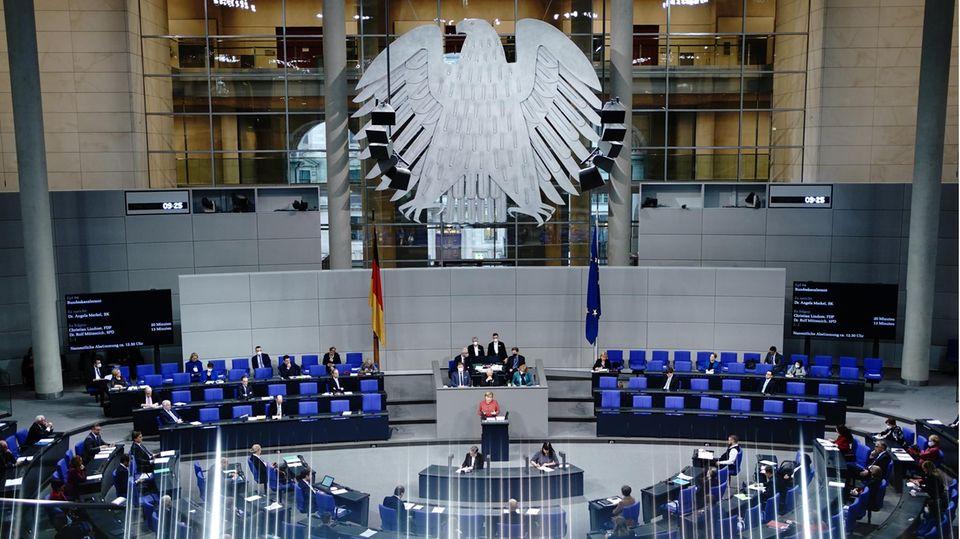Blick in den Plenarsaal des Deutschen Bundestags in Berlin