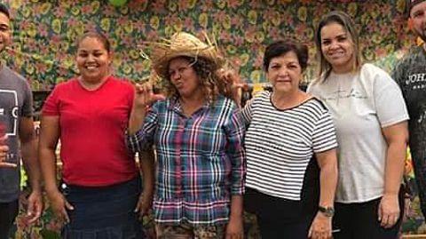 Gründerin Dona Carmen (M.) mit Mitgliedern und Helfern derOficina Cultural da Mulher da Comunidade Menino Chorão