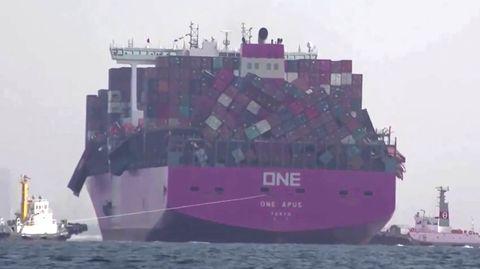 """Das Containerschiff """"One Apus"""" geriet in schwere See"""