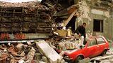 Als die Nato 1999 Jugoslawien angriff, um eine humanitäre Katastrophe im Kosovo zu verhindern, reiste Perry Kretz auf den Balkan und dokumentierte die Zerstörung, wie hier in Belgrad.