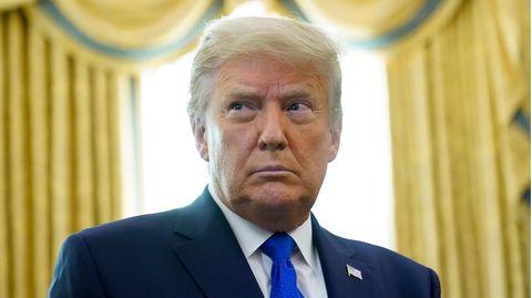 Doanld Trump blickt argwöhnisch drein