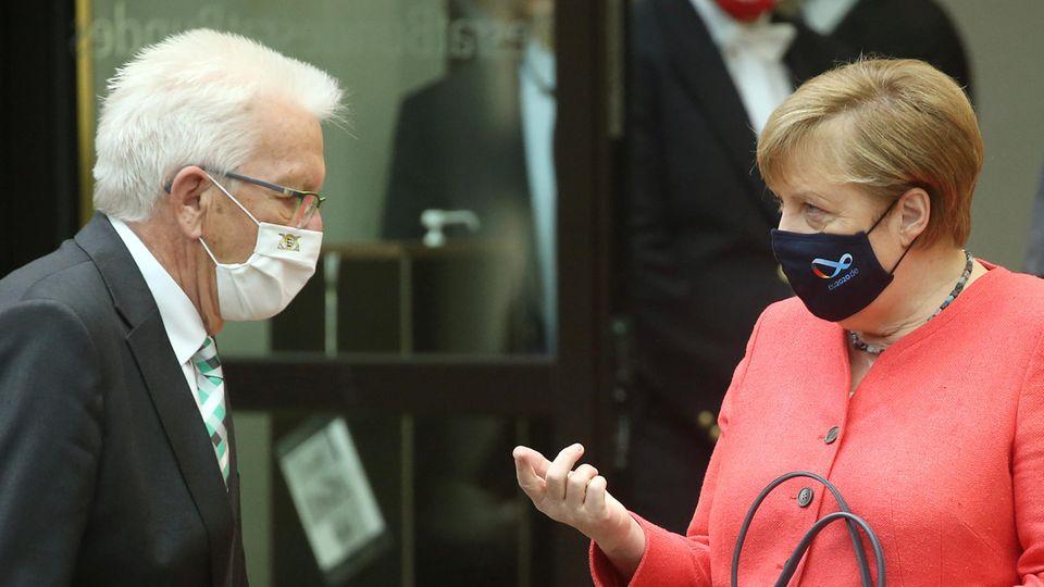 Bundeskanzlerin Angela Merkel (r., CDU) und Winfried Kretschmann (Bündnis90/Grüne), Ministerpräsident in Baden-Württemberg