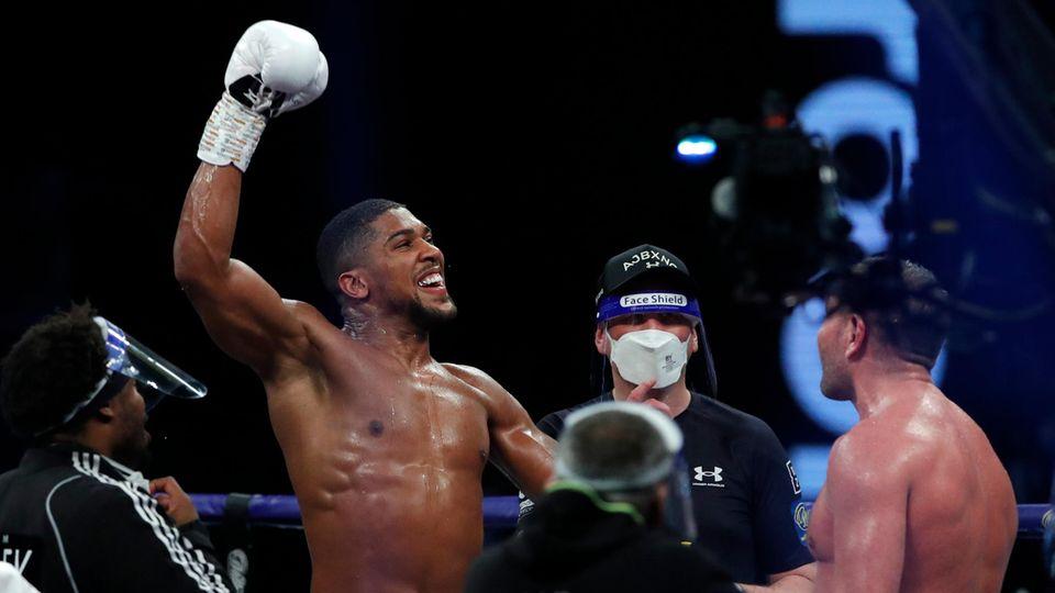 Boxweltmeister im Schwergewicht Anthony Joshua feiert
