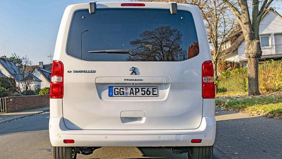 Die Typenbezeichnung hinten links verrät den Elektro-Transporter