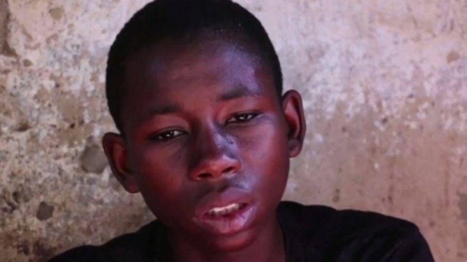 Usama Amimu, ein Junge, der entkommen konnte, berichtet von seiner Flucht.