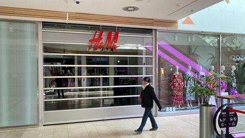 Jahresumsatz von H&M-Gruppe fällt coronabedingt deutlich