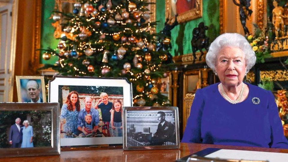 Weihnachtsansprache der Queen 2019: Harry, Meghan und Archie fehlen auf dem Schreibtisch