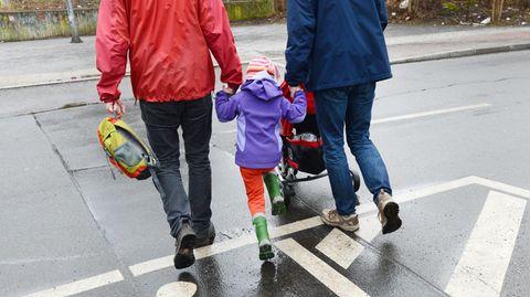 Ungarn verbietet Homosexuellen Adoption von Kindern.