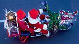 Berlin Christmas Bike Tour 2020  Über Hundert Weihnachtsmänner beteiligten sich an der diesjährigen Berlin Christmas Bike Tour, die bereits zum 23. Mal stattfand.
