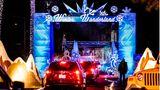 Lake Forest: Winter Wonderland   Die Saddleback Church im Großraum Los Angeles versetzt ihre Gemeindemitglieder in Adventsstimmung, indem sie durch eine Lichtinstallation fahren dürfen.