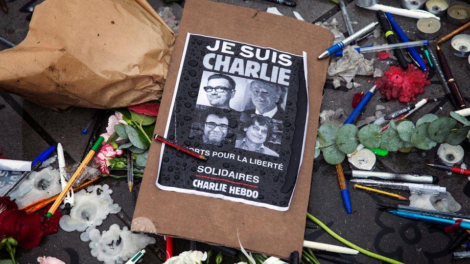 """Ein Poster mit der Zeile """"Je Suis Charlie"""", also ich bin Charlie"""