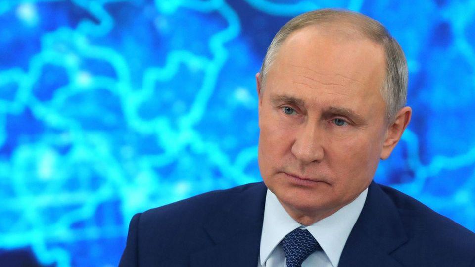Bei seiner Jahrespressekonferenz hat Russlands Präsident Wladimir Putin auch gesagt, dass er noch nicht gegen Corona geimpft sei