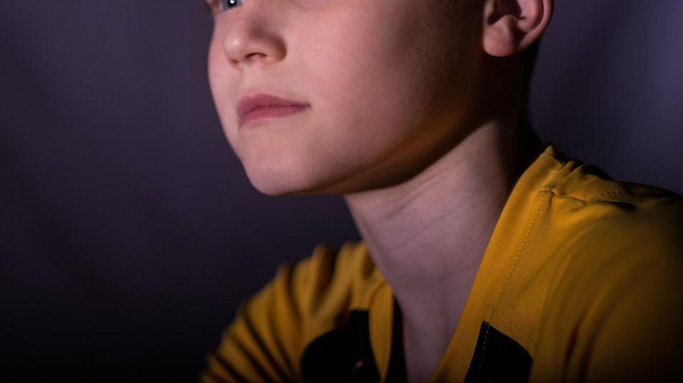 Portrait eines Jungen, der etwa gleichalt wie das betroffene Kind ist