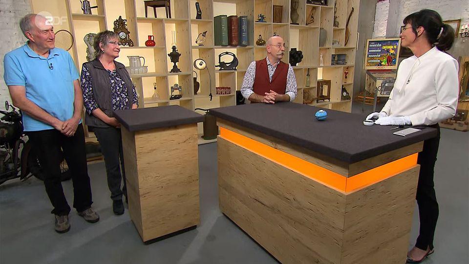 """Bei """"Bares für Rares"""" steht am Freitag ein blaues Ei zum Verkauf. Heide Rezepa-Zabel überrascht Horst Lichter und die Besitzer mit ihrer Expertise."""