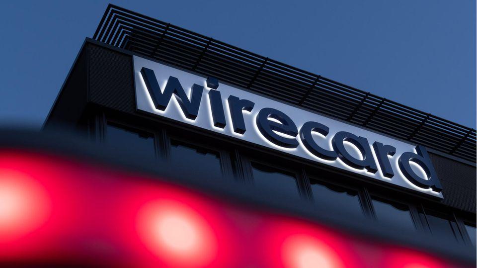 Der Schriftzug von Wirecard ist an der Firmenzentrale des Zahlungsdienstleisters in Aschbeim bei München zu sehen