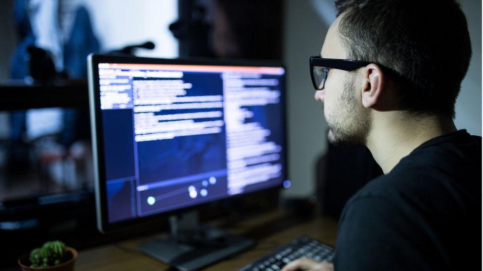 Prozess um Anschlag auf Synagoge: Inspiration und Nachnahmer: Beides finden Terroristen heute im Netz – auch Halle-Attentäter Stephan B.